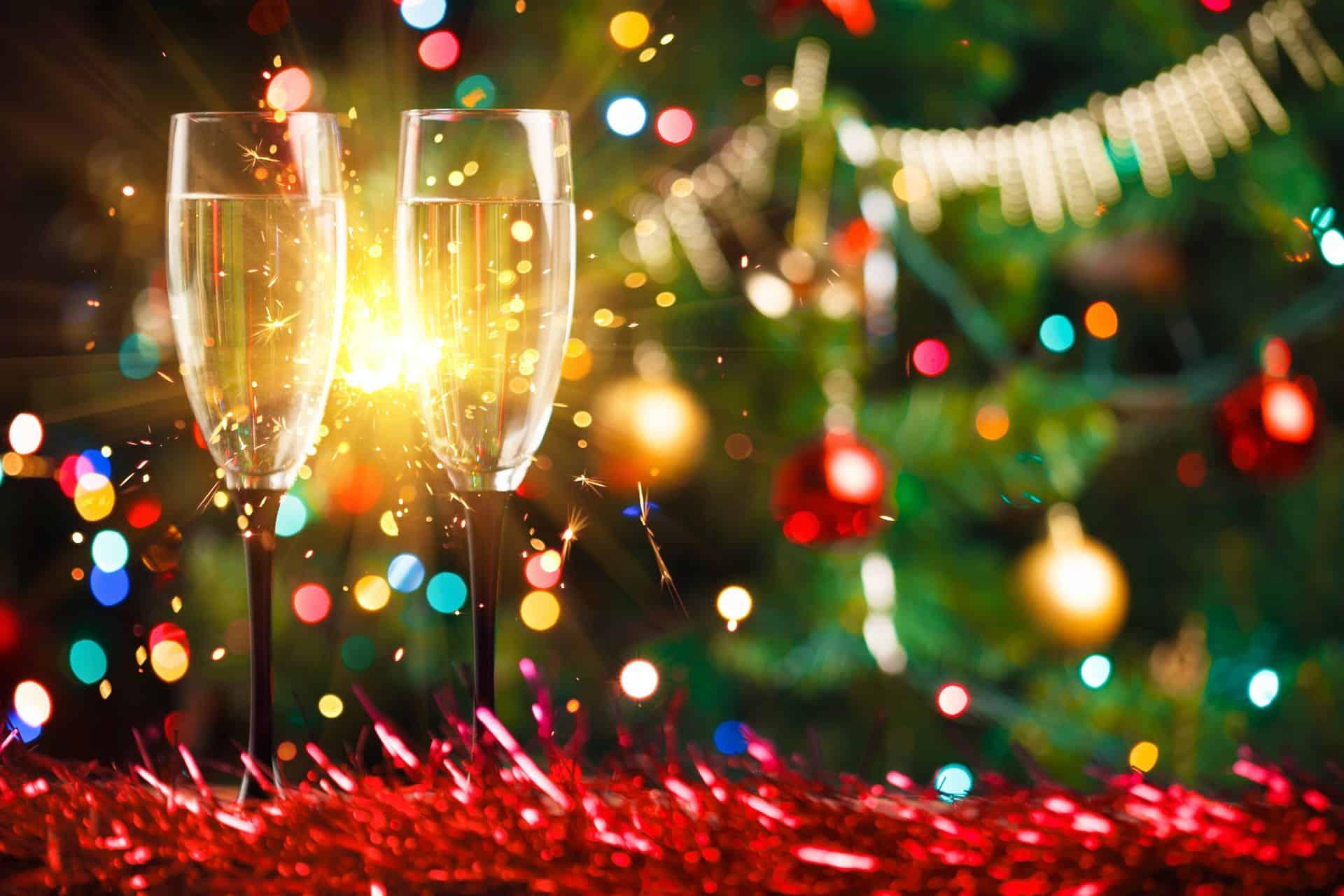 sekt-und-weihnachtsdekoration